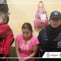 Detienen a madre que fue grabada en video maltratado a su bebé