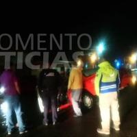 Taxista pierde visibilidad por la lluvia y cae en obra vial en San Juan del Río