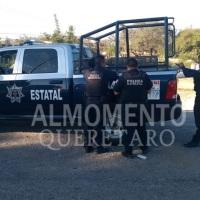 Intenta lanzarse del Puente a La Autopista México - Querétaro en San Gil San Juan del Río; Policia Lo Rescata.