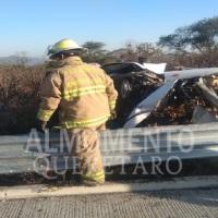 Un menor falleció y dos adultos resultaron heridos luego que en el vehículo que viajaban volcara